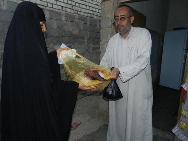 Verteilung von Fleisch/ Geflügel und Geld zum Eid 2012 in Maamal--Armenviertel Baghdads
